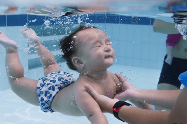 دمای آب استخر کودکان